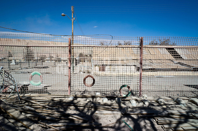 A simbol of Chilean copper production, the town of Chuqicamata in the North was abandoned in 2004 due the contamination aroun it. All the dweller were moved to Calama city. Chuqui, as everybody calls the place, remains silent and empty. People is allowed to visit it once a week. Even if they have a pretty better life in Calama, many of them still miss the old little town were they have born and grew up.