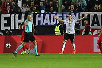 Sandro Wagner (Deutschland Germany) beschwert sich über den ausbleibenden Torpfiff - 08.10.2017: Deutschland vs. Asabaidschan, WM-Qualifikation Spiel 10, Betzenberg Kaiserslautern