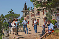 A group of visiting wine enthusiasts and Jean-Francois Quenin, owner and wine maker in front of his chateau de Pressac St Etienne de Lisse Saint Emilion Bordeaux Gironde Aquitaine France