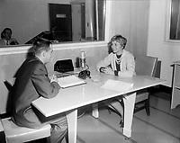 Sujet : Annie Cordy<br /> Date : Entre le 6 et 12 fevrier 1967<br /> Photographe : Photo Moderne<br /> - Agence Quebec Presse