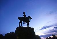 EDIMBURGO-ESCOCIA- 14-10-2007. Estatua ecuestre frente al Castillo de Edimburgo, Escocia. Equestrian statue in front of Edinburgh Castle, Scotland. (Photo: VizzorImage)