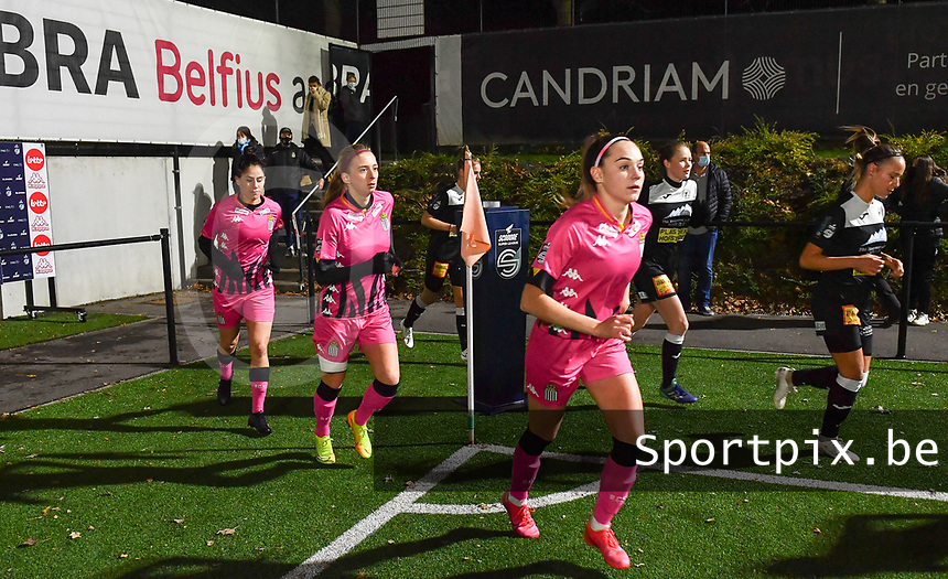 Charleroi players with Renate-Ly Mehevets (15 Charleroi) pictured runninng on to the pitch ahead of a female soccer game between Sporting Charleroi and Eendracht Aalst on the 8th  matchday of the 2020 - 2021 season of Belgian Scooore Womens Super League , friday 20 th of November 2020  in Marcinelle , Belgium . PHOTO SPORTPIX.BE | SPP | DAVID CATRY