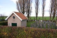 Nederland Westzaan Zaanstad - 2020. Joodse Begraafplaats. Vanaf 1887 heeft de joodse gemeente van Zaandam de beschikking over een eigen begraafplaats aan de Westzanerdijk. Begraafplaats met metaarhuisje. Foto : ANP/ HH / Berlinda van Dam