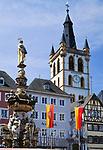 Deutschland, Rheinland Pfalz, Trier: Hauptmarkt mit St. Peter Brunnen und St. Gangolf Kirche | Germany, Rhineland-Palatinate, Trier: Hauptmarkt, St. Peter fountain and St. Gangolf church