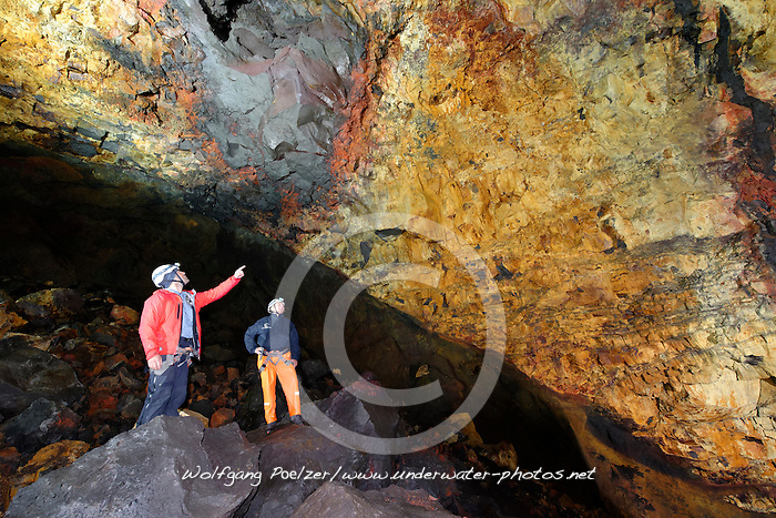Tour in den Vulkan Thrihnukagigur, Magma-Kammer mit Erz Einschluessen,  Inside the volcano, onece-fiery chamber, Magma Chamber with ore inclusions,  Island, Tour Inside the Heart of Vulcano Thrihnukagigur, Iceland, MR yes