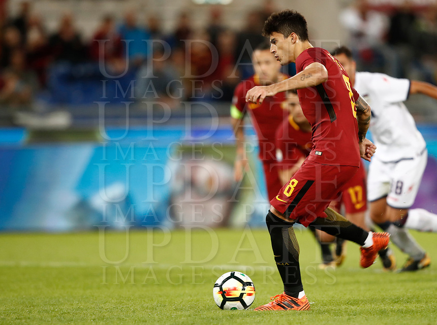 Calcio, Serie A: Roma, stadio Olimpico, 25 ottobre 2017.<br /> AS Roma Diego Perotti kicks a penalty during the Italian Serie A football match between AS Roma and Crotone at Rome's Olympic stadium, October 25, 2017.<br /> UPDATE IMAGES PRESS/Isabella Bonotto