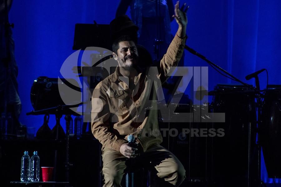 SAO PAULO, SP - 24.06.2017 - SHOW-SP - Show do cantor Criolo na noite deste sábado (24) no Citibank Hall, zona sul da cidade de São Paulo.<br /> <br /> (Foto: Fabricio Bomjardim/Brazil Photo Press)