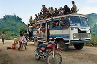 überladener Bus in der Lai Chau-Provinz, Vietnam