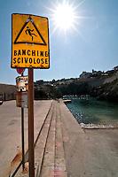 Castro Marina - Salento - Puglia - Segnali di pericolo nel Porto di Castro Marina.