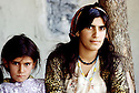 Iraq 1985  Mother and daughter in their house in liberated areas of Lolan   Irak 1985  Mere et fille dans leur maison, region liberée de Lolan