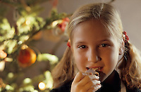 Europe/France/Alsace/68/Haut-Rhin/Ungersheim: Ecomusée d'Alsace - Petite fille lors de Noël (AUTORISATION N°246)