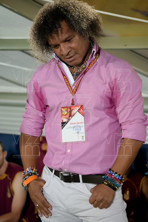 IBAGUÉ -COLOMBIA, 05-03-2016: Alberto Gamero técnico del Deportes Tolima gesticula durante partido de ida con Atletico Bucaramanga por la fecha 8 de la Liga Águila I 2016 jugado en el estadio Manuel Murillo Toro de Ibagué./ Alberto Gamero coach of Deportes Tolima gestures during first leg match against Atletico Bucaramanga for the date 8 of the Aguila League I 2016 played at Manuel Murillo Toro stadium in Ibague city. Photo: VizzorImage / Juan Carlos Escobar / Str