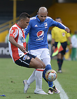 BOGOTA - COLOMBIA -05 -06-2016: Jonathan Estrada (Der) jugador de Millonarios disputa el balón con James Sanchez (Izq) jugador de Atlético Junior durante partido de vuelta de los cuadrangulares finales de la Liga Aguila I 2016 jugado en el estadio Nemesio Camacho El Campin de la ciudad de Bogota./ Jonathan Estrada (R) player of Millonarios fights for the ball with James Sanchez (L) player of Atletico Junior during the second leg match of the finals quadrangular of the Liga Aguila I 2016 played at the Nemesio Camacho El Campin Stadium in Bogota city. Photo: VizzorImage / Gabriel Aponte / Staff.