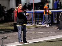 RIONEGRO -COLOMBIA-27-11-2013. Álvaro Hernández técnico de Rionegro gesticula durante partido de vuelta entre Deportivo Rionegro y Fortaleza FC por la final del Torneo Postobón II-2013 en el estadio Alberto Grisales de la ciudad de Rionegro./ Alvaro Hernandez coach of Rionegro gestures during second leg match between Deportivo Rionegro and Fortaleza FC for the final of Postobon Tournament II-2013 played at Alñberto Grisales stadium in Rionegro city. Photo: VizzorImage/ Cortesia
