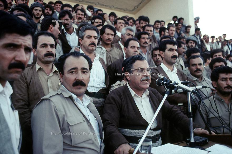 Irak 1991 <br /> Discours de Jalal  Talabani au stade d'Erbil.<br /> Iraq 1991 <br /> Jalal Talabani giving a speech in Erbil's stadium