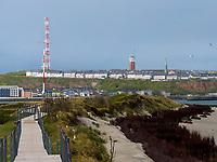Bohlenweg am Nordstrand der Düne, Insel Helgoland, Schleswig-Holstein, Deutschland, Europa<br /> planked footpath at northern beach, dune, Helgoland island, district Pinneberg, Schleswig-Holstein, Germany, Europe