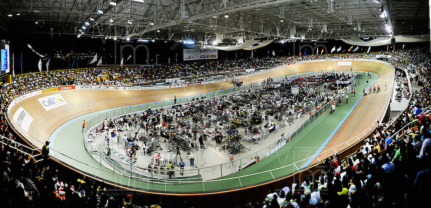 CALI – COLOMBIA -01-2015: La UCI Copa Mundo de Pista Ciclismo de Pista de Cali 2014-2015, lleno el Velodromo Alcides Nieto Patiño de la ciudad de Cali del 16 de enero al 18 de enero del presente año, con la participación de 39 paises, tres equipos profesionales, mas de 314 deportistas. / The Cali UCI Track Cycling World Cup 2014-2015, packed full of public the Alcides Nieto Patiño Velodrome in Cali from January 16 to January 18 of this year, with the participation of 39 countries and three profesional teams, over 314 athletes. Photo: VizzorImage / Luis Ramirez / Staff