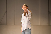 """Generalprobe der Auffuehrung """"Sieben"""" der Tanzschule """"Die Etage"""". Sieben Absolvent*innen der Tanzschule fuehren ihre Abschlussstuecke auf, ergaenzt durch weitere Choreographien zum Thema """"Die sieben Todsuenden"""".<br /> Im Bild: Die Choreographie """"listen."""" der Absolventinnen Nadine Haas, Milena Sundari Nowak. Taenzerin: Milena Sundari Nowak.<br /> 9.9.2020, Berlin<br /> Copyright: Christian-Ditsch.de<br /> [NUR FUER REDAKTIONELLE ZWECKE! Werbung nur auf Anfrage beim Fotografen. Inhaltsveraendernde Manipulation des Fotos nur nach ausdruecklicher Genehmigung des Fotografen. Vereinbarungen ueber Abtretung von Persoenlichkeitsrechten/Model Release der abgebildeten Person/Personen liegen nicht vor. NO MODEL RELEASE! Don't publish without copyright Christian-Ditsch.de, Veroeffentlichung nur mit Fotografennennung, sowie gegen Honorar, MwSt. und Beleg. Konto: I N G - D i B a, IBAN DE58500105175400192269, BIC INGDDEFFXXX, Kontakt: post@christian-ditsch.de<br /> Bei der Bearbeitung der Dateiinformationen darf die Urheberkennzeichnung in den EXIF- und  IPTC-Daten nicht entfernt werden, diese sind in digitalen Medien nach §95c UrhG rechtlich geschuetzt. Der Urhebervermerk wird gemaess §13 UrhG verlangt.]"""