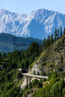 Oesterreich, Salzburger Land, Pongau, Grossarltal: Jungfernsprungtunnel auf der L109, der Alpendorfstrasse, die ins Grossarltal fuehrt, im Hintergrund der Hochkoenig   Austria, Salzburger Land, region Pongau, valley Grossarltal: Jungfernsprung-tunnel at rural road L109, Hoechkoenig mountain at background
