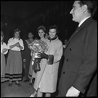17 Décembre 1965. Vue de François Mitterand et de sa femme lors du discours de clôture à Toulouse