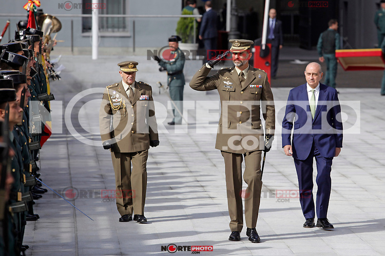 "Prince Felipe of Spain attends the ""Guardia Civil"" Seacoast and Borders Watching Coordination Center on October 16, 2013 in Madrid, Spain. (ALTERPHOTOS/Victor Blanco)"
