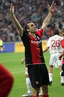 Sotiros Kyrgiakos (Eintracht Frankfurt) jubelt über das 2:1