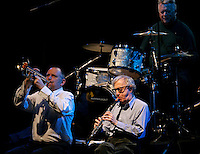 Il regista statunitense Woody Allen, in basso a destra, suona il clarinetto durante un concerto con la sua New Orleans Jazz Band all'Auditorium di Roma, 31 marzo 2010..U.S. movie director Woody Allen, bottom right, plays his clarinet during a concert with his New Orleans Jazz Band at Rome's Auditorium, 31 march 2010..UPDATE IMAGES PRESS/Riccardo De Luca