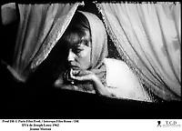 Prod DB ©Paris Film Prod. / Interopa Film Rome / DR<br /> EVA (EVA) de Joseph Losey 1962 FRA/ITA<br /> d'aprËs le roman de James Hadley Chase<br /> avec Jeanne Moreau<br /> portrait, vitre, pluie, rideaux