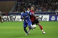 Zweikampf zwischen Godfried Adoube (Karlsruher SC) und Albert Streit (Eintracht Frankfurt)