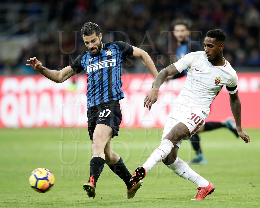 Calcio, Serie A: Inter - Roma, Milano, stadio Giuseppe Meazza (San Siro), 21 gennaio 2018.<br /> Inter's Antonio Candreva (l) in action with Roma's Gerson (r) during the Italian Serie A football match between Inter Milan and AS Roma at Giuseppe Meazza (San Siro) stadium, January 21, 2018.<br /> UPDATE IMAGES PRESS/Isabella Bonotto