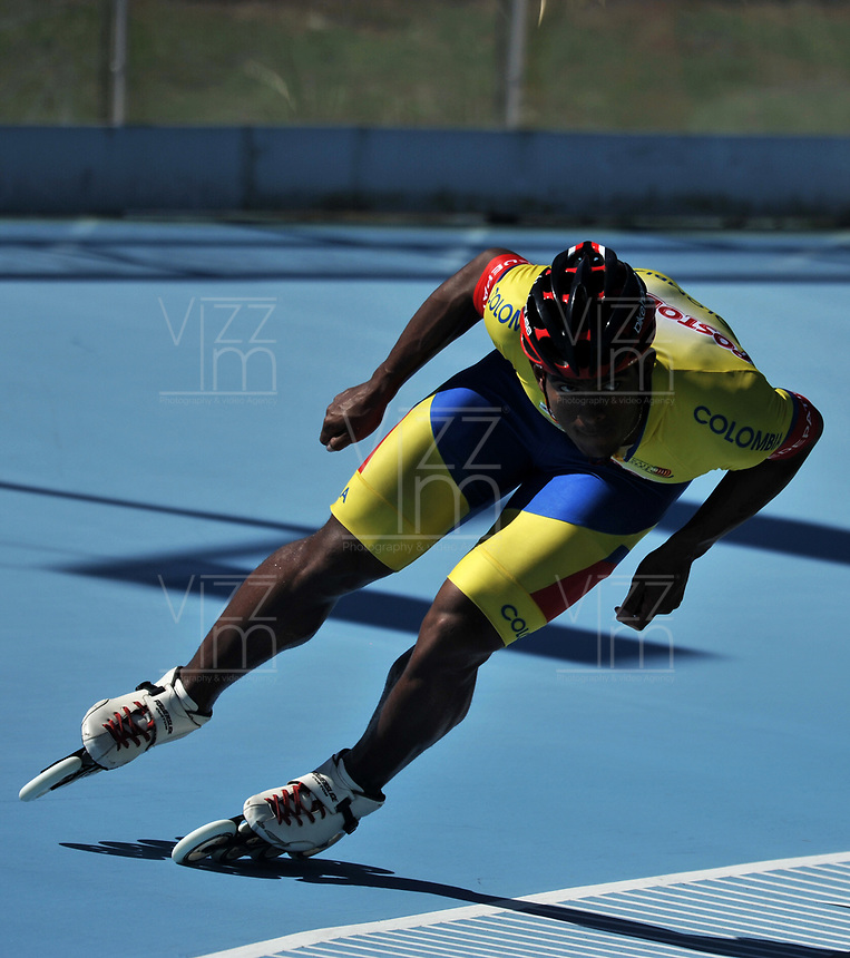 NANJING - CHINA - 23 - 08 - 2017: Edwin Estrada, patinador de la Selección Colombia, durante entreno en el patinodromo Olimpico de Nanjing en la ciudad de Nainjing en La Republica Popular de China. /  Edwin Estrada, skater of the Colombia Team, during a training at the skating rink Olimpic Patinodromo of Nanjing in the city of Nanjing in People's Republic of China. / Photo: VizzorImage / Luis Ramirez / Staff.