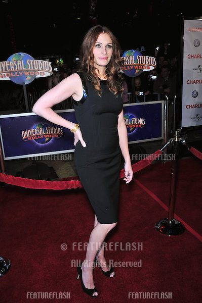 """Julia Roberts at the world premiere of her new movie """"Charlie Wilson's War"""" at Universal Citywalk Cinemas, Universal City..December 10, 2007  Los Angeles, CA.Picture: Paul Smith / Featureflash"""
