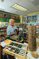 The entomologist David Roubik of the Smithsonian Tropical Research Institute in his office in Panama city.///L'entomologiste David Roubik du Smithsonian Tropical Research Institute dans son bureau de Panama city.