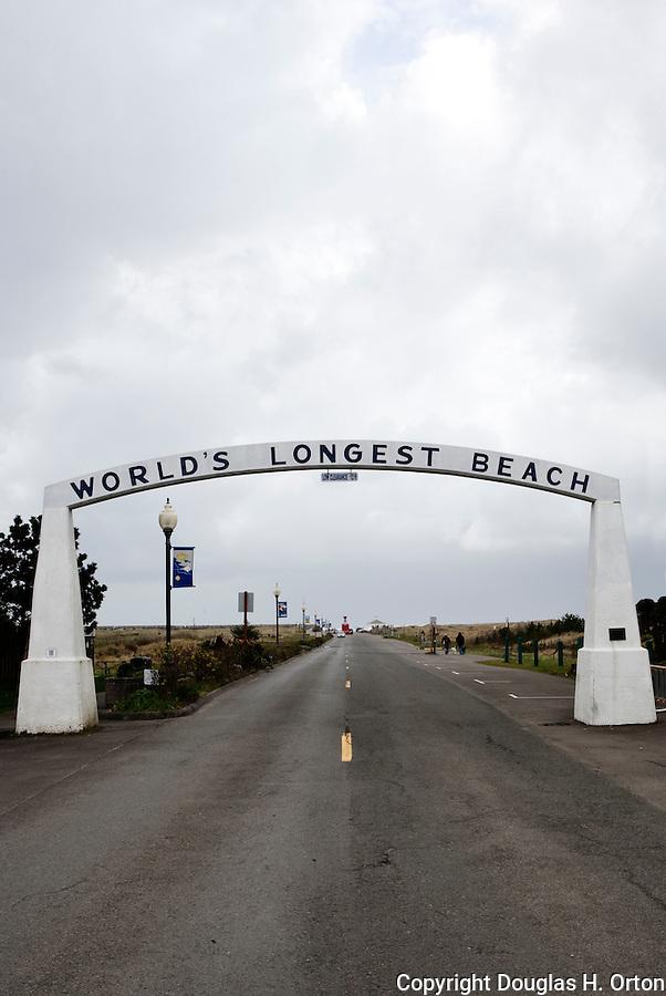 "Marking the main City of Long Beach entrance to Washington's Long Beach, the Pacific Ocean side of the Long Beach Penninsula.  Said to be the ""World's Longest Beach"". Olympic Peninsula"