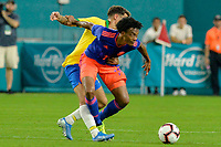 MIAMI - ESTADOS UNIDOS, 06-09-2019: Arthur jugador de Brasil disputa el balón con Juan Cuadrado jugador de Colombia durante partido amistoso entre Brasil y Colombia jugado en el Hard Rock Stadium en Miami, Estados Unidos. / Arthur player of Brazil fights the ball with Juan Cuadrado player of Colombia during a friendly match between Brazil and Colombia played at Hard Rock Stadium in Miami, United States. Photo: VizzorImage / Cristian Alvarez / Cont