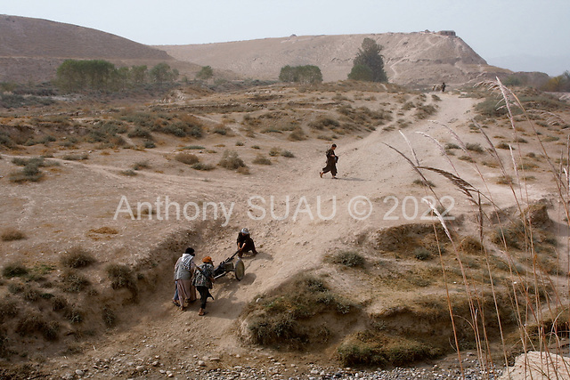 Khogebha Hoddin, Northern Afghanistan <br /> October 2001<br /> <br /> The Northern Alliance moves an old canon to the front lines near Khogebha Hoddin.