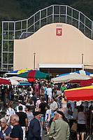Europe/France/Aquitaine/64/Pyrénées-Atlantiques/Pays-Basque/Mauléon-Licharre: Jour de marché devant le fronton