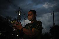 Campinas (SP), 16/03/2020 - Guarani-Ponte Preta - Torcedores do Guarani usam mascaras em protesto contra o fechamento para o publico da partida e acompanham jogo em telao montado em frente ao estadio Brinco de Ouro, nesta segunda-feira (16), em partida contra a Ponte Preta pelo Campeonato Paulista. A partida tera portoes fechados devido a determinacao em protecao a transmissao do Coronavirus (Covid-19). (Foto: Luciano Claudino/Codigo 19/Codigo 19)