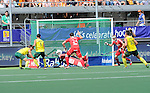 The Hague, Netherlands, June 07: Liam de Young #2 of Australia scores during the field hockey group match (Men - Group A) between England and Australia on June 7, 2014 during the World Cup 2014 at Kyocera Stadium in The Hague, Netherlands. Final score 0-5 (0-4) (Photo by Dirk Markgraf / www.265-images.com) *** Local caption *** Liam de Young #2 of Australia, Jamie Dwyer #1 of Australia, aGeorge Pinner #1 of England, Iain Lewers #24 of England, Barry Middleton #18 of England, Jeremy Hayward #32 of Australia