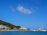 Marciana Marina mit Hafen und Mole, Elba, Region Toskana, Provinz Livorno, Italien, Europa<br /> Port, pier, Marciana Marina, Elba, Region Tuscany, Province Livorno, Italy, Europe