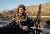 - soldiers of Italian army on the road to Mostar during NATO intervention in Bosnia of January 1996....- militari dell'esercito italiano sulla strada di Mostar durante l'intervento NATO in Bosnia del gennaio 1996