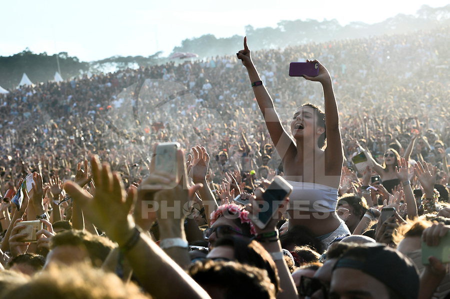SÃO PAULO,SP, 25.03.2018 - LOLLAPALOOZA 2018 – Publico à espera de Lana Del Rey no festival Lollapalooza 2018, realizado no Autódromo de Interlagos em São Paulo, na tarde deste domingo, 25. (Foto: Levi Bianco/Brazil Photo Press)