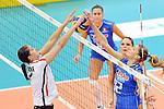 06.11.2010, Nippon Gaishi Hall, Nagoya, JPN, Volleyball Weltmeisterschaft Frauen 2010,  Deutschland ( GER ) vs. Italien ( ITA ), im Bild Corina Ssuschke (#9 GER) - Francesca Piccinini (#12 ITA). Foto © nph / Kurth
