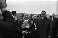 Le 5 Novembre 1966. Vue de Georges Pompidou et d'Alexis Kossyguine en visite à l'extérieur.