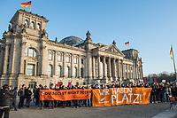 """Mehrere hundert Menschen demonstrierten am Samstag den 8. Februar 2020 in Berlin unter dem Motto """"Wir haben Platz!"""" fuer die Aufnahme minderjaehriger Gefluechteter aus griechischen Fluechtlingslagern. Die Kinder leben dort unter unmenschlichen Bedingungen.<br /> Aufgerufen zu der Demonstration hatte das Buendnis #seebruecke.<br /> 8.2.2020, Berlin<br /> Copyright: Christian-Ditsch.de<br /> [NUR FUER REDAKTIONELLE ZWECKE! Werbung nur auf Anfrage beim Fotografen. Inhaltsveraendernde Manipulation des Fotos nur nach ausdruecklicher Genehmigung des Fotografen. Vereinbarungen ueber Abtretung von Persoenlichkeitsrechten/Model Release der abgebildeten Person/Personen liegen nicht vor. NO MODEL RELEASE! Don't publish without copyright Christian-Ditsch.de, Veroeffentlichung nur mit Fotografennennung, sowie gegen Honorar, MwSt. und Beleg. Konto: I N G - D i B a, IBAN DE58500105175400192269, BIC INGDDEFFXXX, Kontakt: post@christian-ditsch.de<br /> Bei der Bearbeitung der Dateiinformationen darf die Urheberkennzeichnung in den EXIF- und  IPTC-Daten nicht entfernt werden, diese sind in digitalen Medien nach §95c UrhG rechtlich geschuetzt. Der Urhebervermerk wird gemaess §13 UrhG verlangt.]"""