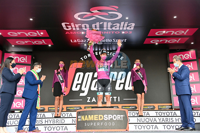 Peter Sagan (SVK) Bora-Hansgrohe takes over the sprints Maglis Ciclamino at the end of Stage 4 of the 103rd edition of the Giro d'Italia 2020 running 140km from Catania to Villafranca Tirrena, Sicily, Italy. 6th October 2020.  <br /> Picture: LaPresse/Gian Mattia D'Alberto | Cyclefile<br /> <br /> All photos usage must carry mandatory copyright credit (© Cyclefile | LaPresse/Gian Mattia D'Alberto)