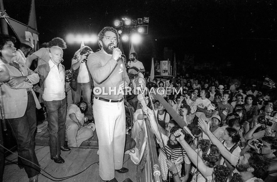 Lula em comicio do PT, eleições ao governo do estado, Praça Charles Miller. 07.11.1982. Foto Juca Martins