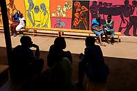 RUANDA, Butare, Institut Saint Boniface, Krankenstation Gikonko, Patienten im Wartebereich