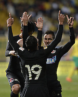BOGOTÁ -COLOMBIA, 17-01-2015. Edwards Jimenez y jugadores del Cúcuta Deportivo celebran el gol anotado a Atlético Bucaramanga durante partido por la fecha 2 de los cuadrangulares de ascenso Liga Aguila 2015 jugado en el estadio Metropolitano de Techo de la ciudad de Bogotá./ Edward Jimenez and players of Cucuta Deportivo celebrate the goal scored to Atletico Bucaramanga during match for the second date of the promotional quadrangular Aguila League 2015 played at Metropolitano de Techo stadium in Bogotá city. Photo: VizzorImage/ Gabriel Aponte / Staff