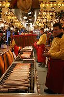 wurstel cooking at Christmas market in Hamburg, Germany bancarella di wurstel nei mercatini di natale ad Amburgo, Germany
